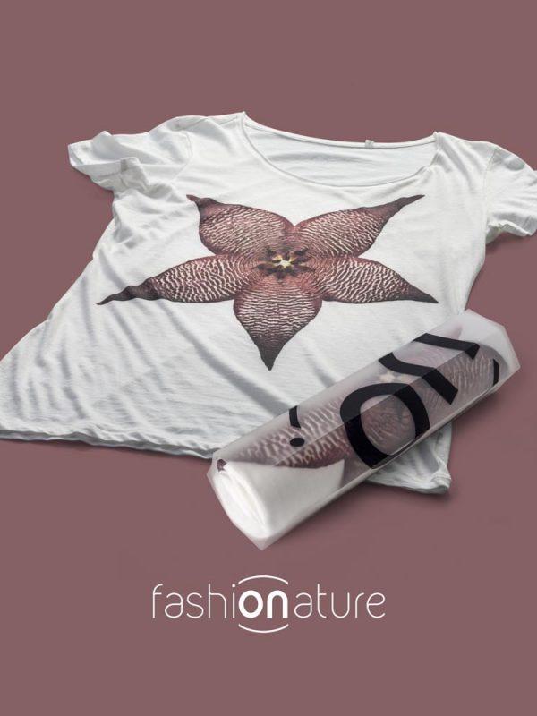Women's Stapelia White T-Shirt donna sagomata, con cuciture laterali. Tessuto con effetto Vintage con una piacevole resa al tatto. Realizzata in 100% cotone