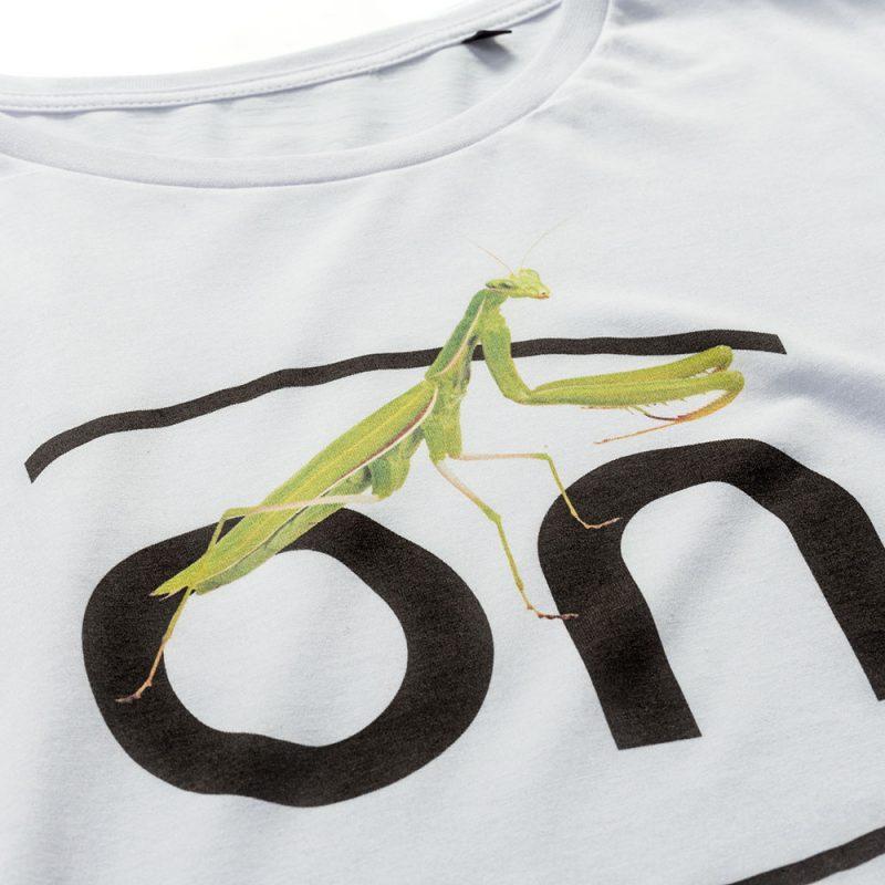 ON T-shirt Mantis White donna sagomata, con cuciture laterali, morbido e compatto con una piacevole resa al tatto. Realizzata in Jersey Organico 140 gr/m2