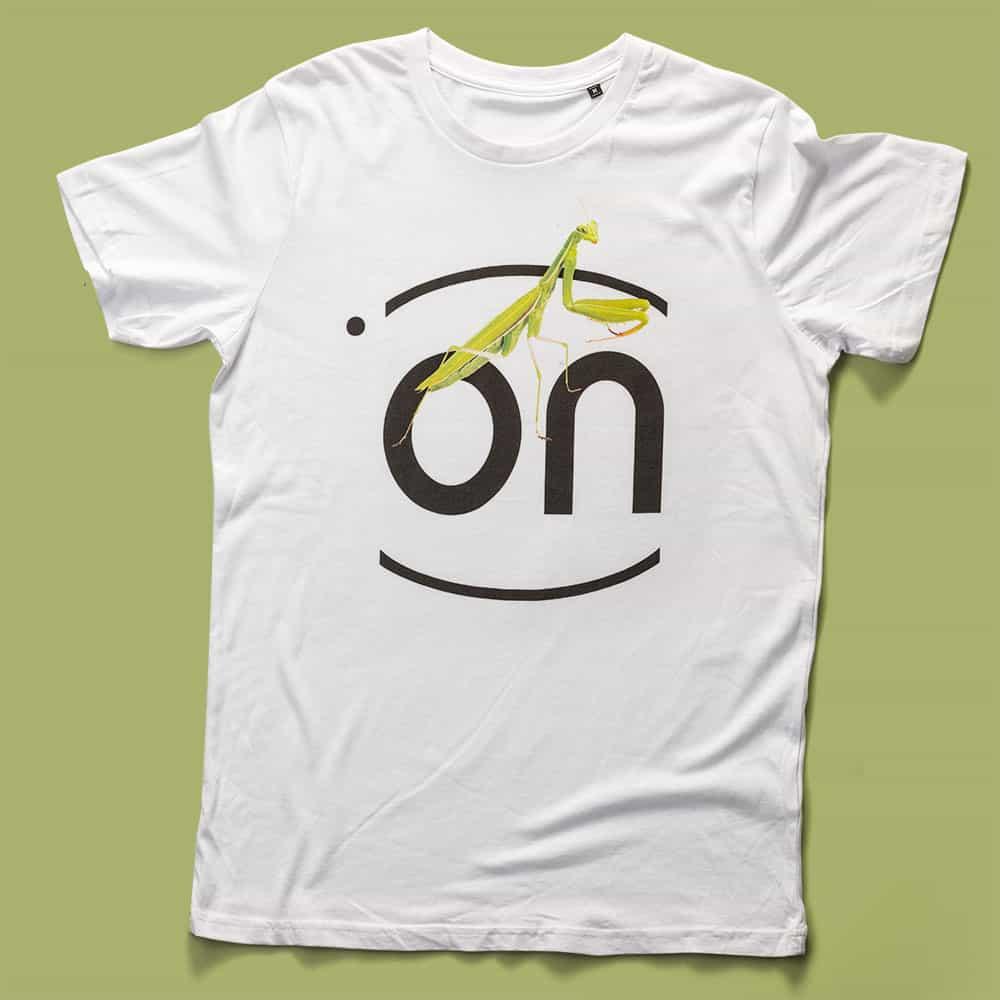 ONMen's T-Shirt Mantis whitesagomata, con cuciture laterali, morbido e compatto con una piacevole resa al tatto. Realizzata in Jersey Organico 140 gr/m2