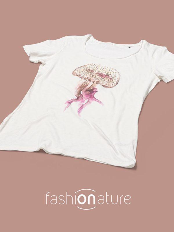 Women's Medusa white T-Shirt T-shirt Medusa White donna sagomata, con cuciture laterali. Tessuto con effetto Vintage con una piacevole resa al tatto. Realizzata in Jersey Organico 120 g