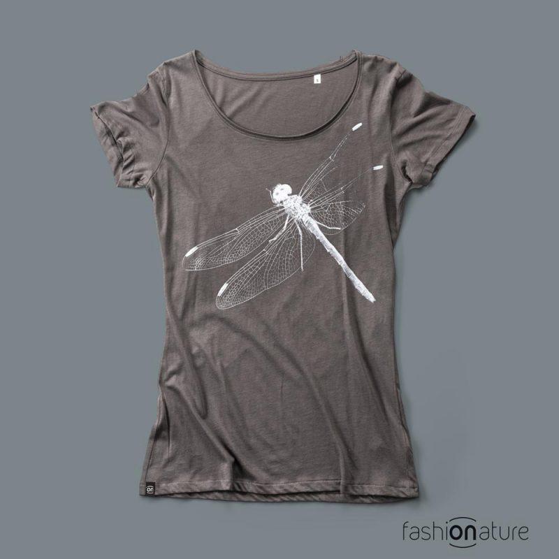 Women's Dragonfly Grey T-Shirt donna sagomata, con cuciture laterali. Tessuto con effetto Vintage con una piacevole resa al tatto. Jersey Organico 120g