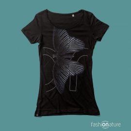 La Women's Papilio T-Shirt raffigura una farfalla della famiglia dei Papilio tessuto delle t-shirt Fashionature ha la certificazione OEKO-TEX Standard 100 tessuto Ecologico