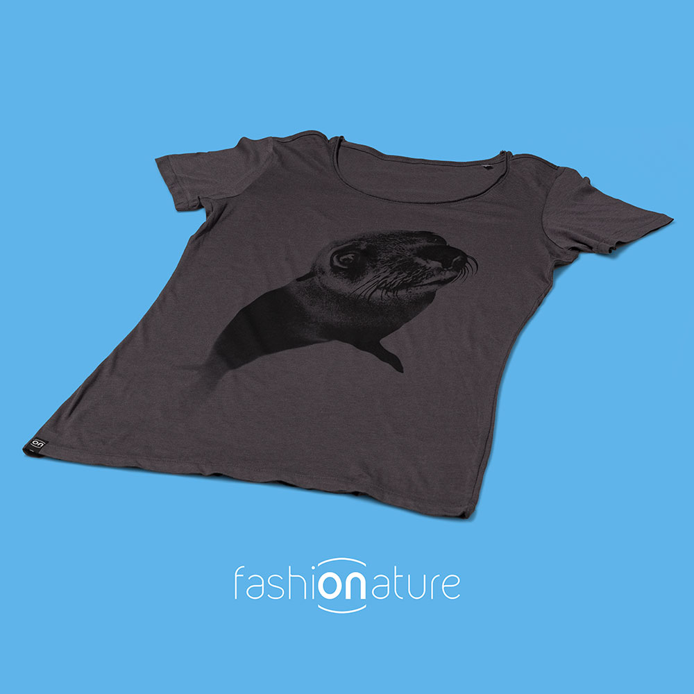 Women's Seal Grey T-Shirt donna sagomata, con cuciture laterali. Tessuto con effetto Vintage con una piacevole resa al tatto. Jersey Organico 120g