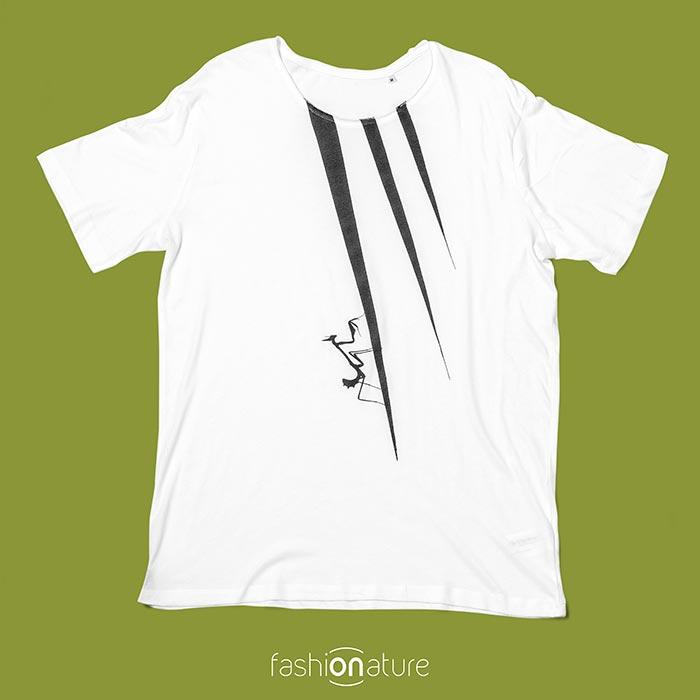 Modello Men's Mantis black and white T-Shirt uomo sagomata, con cuciture laterali. Bordino collo in tessuto arrotolato. Realizzata in 100% cotone OEKO-TEX